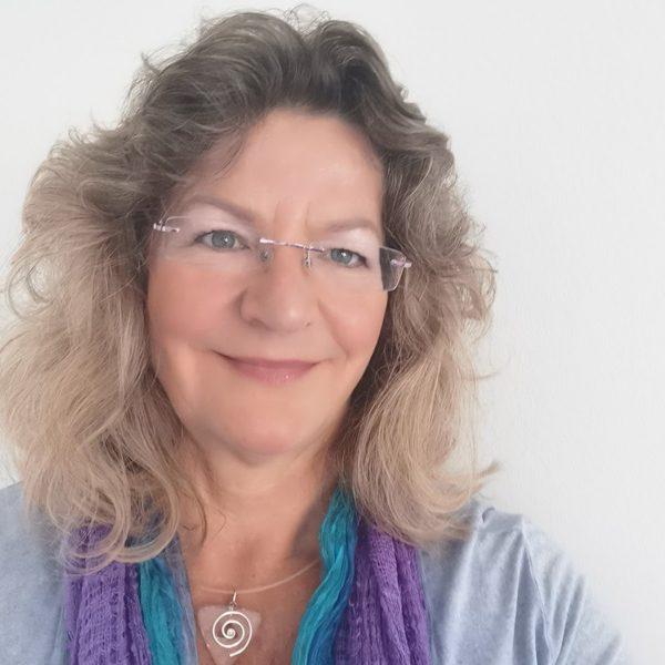 Jutta Pangratz -Heilpraktikerin-Nat. Manager Ascension Deutschland, ganzheitliche Schmerztherapie, Traumaarbeit, Aura-Chirugie, karmische-Ahnen-Familien-Aufstellungsrabeit, Coach